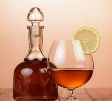 Коньяк с лимоном – давняя русская традиция или признак дурного тона?