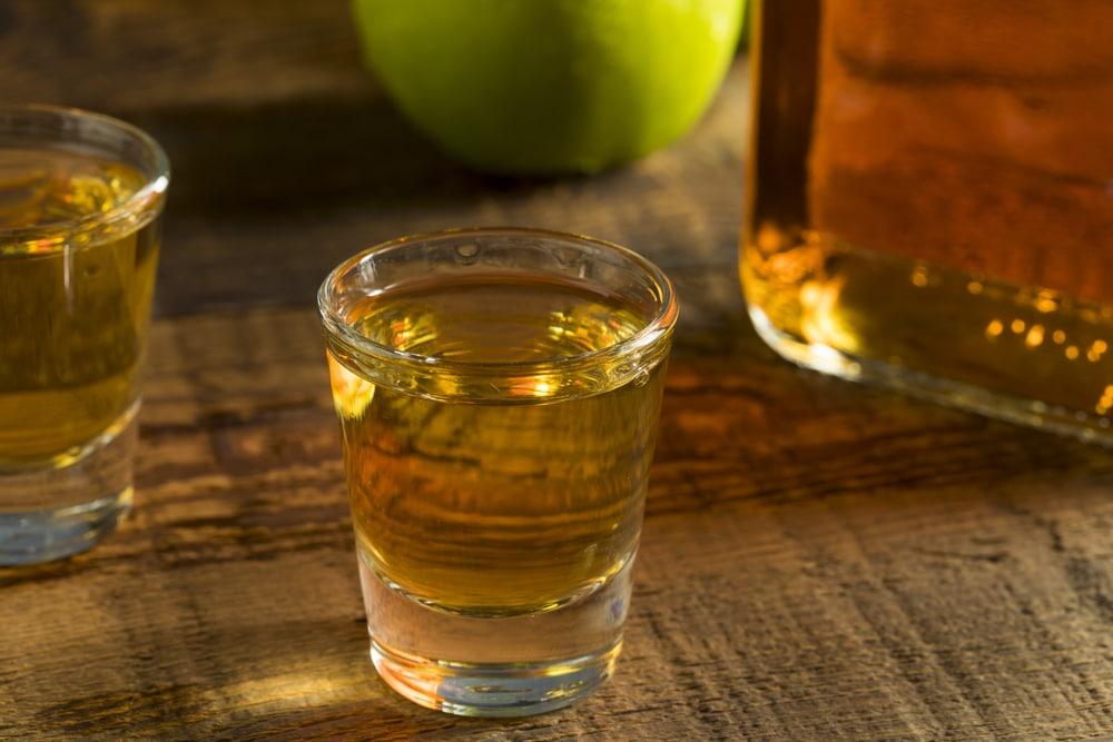 Приготовление виски с яблочным соком